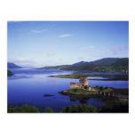Castillo de Eilean Donan, Dornie, montañas, Postales