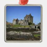 Castillo de Eilean Donan, Escocia. El Eilean Adorno Cuadrado Plateado