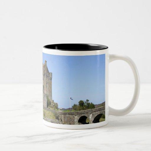 Castillo de Eilean Donan, Escocia. El Eilean famos Taza Dos Tonos