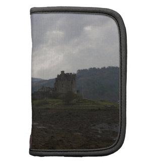 Castillo de Eilean Donan junto con un puente de pi Planificador