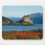 Castillo de Eilean Donan, montañas, Escocia 3 Tapete De Ratones