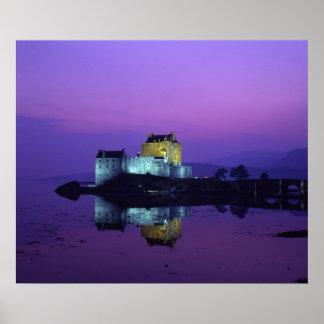 Castillo de Eilean Donan, montañas, Escocia Posters