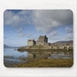 Castillo de Eliean Donan, Escocia Tapetes De Ratón