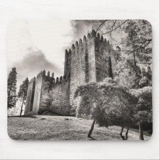 Castillo de Guimaraes en Portugal Mouse Pad