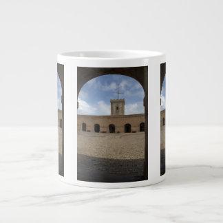 Castillo de Montjuic, Barcelona Taza Grande