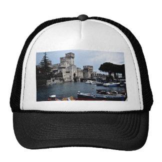 Castillo de Sirmione lado sur lago Garda Italia Gorras