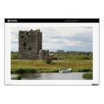 Castillo de Threave, Escocia, Reino Unido Skins Para 43,2cm Portátiles
