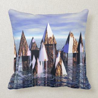 Castillo de Ys que sube del mar CricketDiane Cojín Decorativo