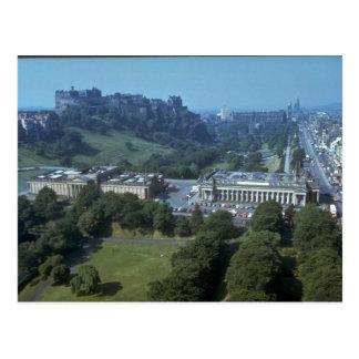 Castillo en distancia, Escocia de Edimburgo Tarjetas Postales
