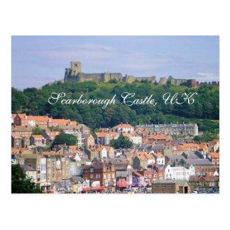 Castillo en la cima de la postal de la colina