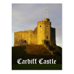 Castillo en la puesta del sol postal