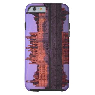 Castillo francés Chambord en la puesta del sol, el Funda De iPhone 6 Tough