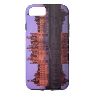 Castillo francés Chambord en la puesta del sol, el Funda iPhone 7