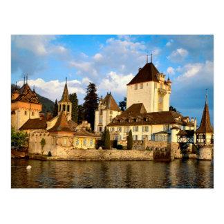 Castillo francés de la orilla del lago postal