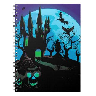 Castillo frecuentado 4 de Halloween Cuaderno