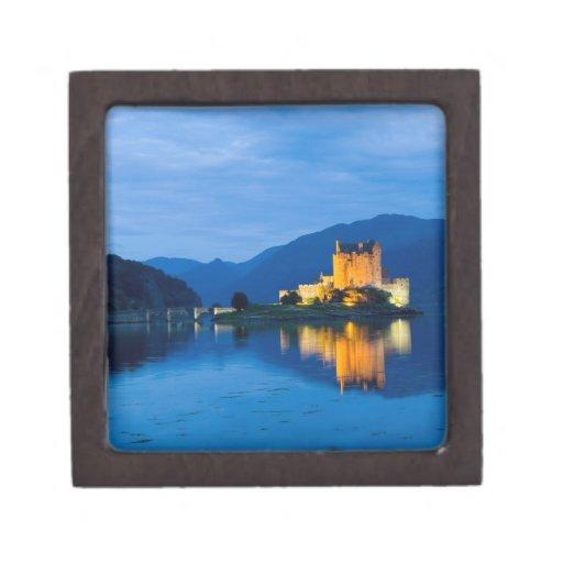 Castillo hermoso de Eileen Donan en Dornie occiden Caja De Joyas De Calidad