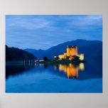 Castillo hermoso de Eileen Donan en Dornie occiden Poster