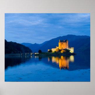 Castillo hermoso de Eileen Donan en Dornie occiden Póster