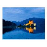 Castillo hermoso de Eileen Donan en Dornie Postal