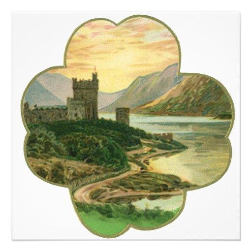 Castillo irlandés del vintage dentro de un trébol  comunicados personales
