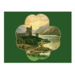 Castillo irlandés del vintage dentro de un trébol  postales