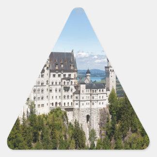 Castillo Neuschwanstein en el alemán de Baviera de Pegatina Triangular