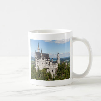 Castillo Neuschwanstein en el alemán de Baviera de Taza Clásica