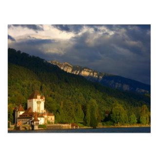 Castillo/puerto viejos en Suiza al lado del lago Tarjetas Postales