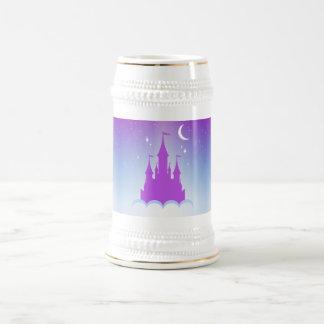 Castillo soñador de la noche en el cielo jarra de cerveza
