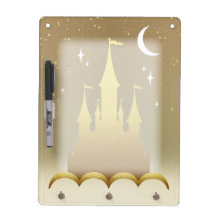Castillo soñador de oro en el cielo estrellado de pizarras blancas