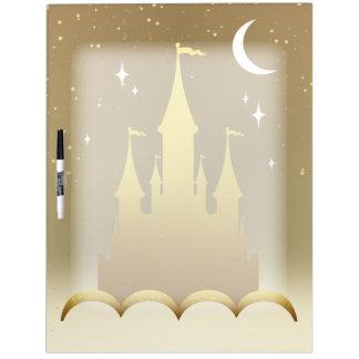 Castillo soñador de oro en el cielo estrellado de pizarras blancas de calidad