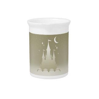 Castillo soñador de plata en el cielo estrellado jarras