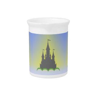 Castillo soñador diurno en el cielo soleado de las jarrón