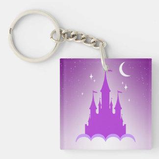 Castillo soñador púrpura en el cielo estrellado de llavero cuadrado acrílico a una cara