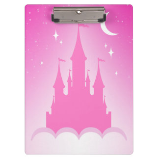 Castillo soñador rosado en el cielo estrellado de
