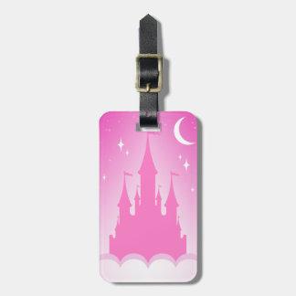 Castillo soñador rosado en el cielo estrellado de etiquetas bolsa