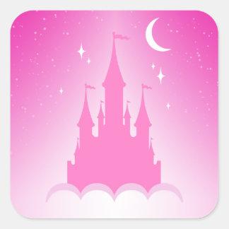 Castillo soñador rosado en el cielo estrellado de pegatina cuadrada