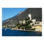 Castillo y lago Garda en Malcesine, lago Garda Tarjeta De Felicitación