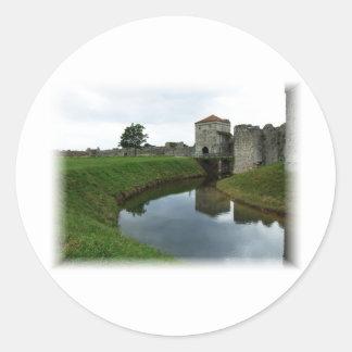 Castillo y mota de polvo viejos pegatina redonda