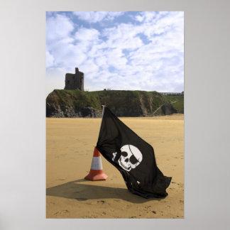 castillo y playa con la bandera alegre de Rogelio Posters