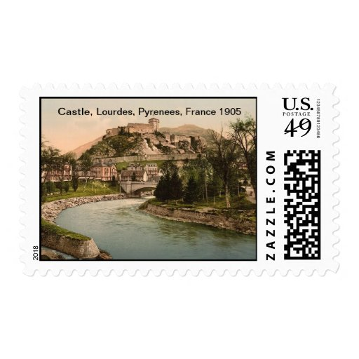 Castillo y río, Lourdes, los Pirineos, Francia Sello