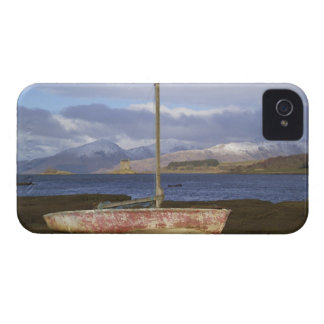 Castle Stalker with fishing boat in the iPhone 4 Cover