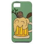 Castor divertido en taza de cerveza iPhone 5 Case-Mate coberturas