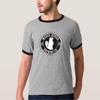 Castor travieso que elabora cerveza la camiseta remeras