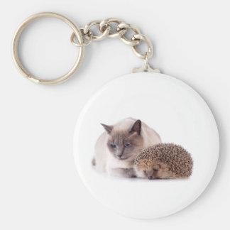 cat and hedgehog llavero redondo tipo pin