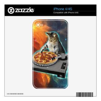Cat dj with disc jockey's sound table iPhone 4 skin