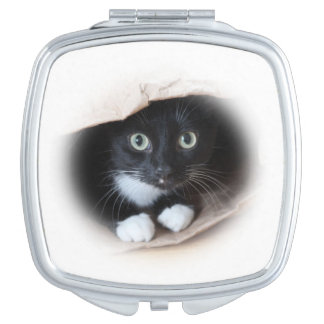 Cat in a bag mirror for makeup