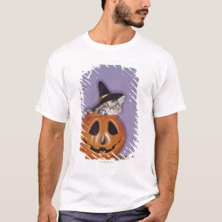 Cat in witch hat inside pumpkin T-Shirt
