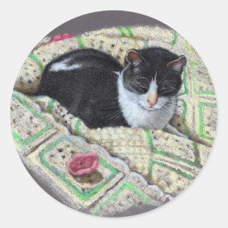CAT ON AFGHAN: ORIGINAL ART CLASSIC ROUND STICKER