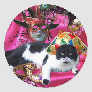 CAT WITH HARLEQUIN HAT AND MASQUERADE PARTY MASKS CLASSIC ROUND STICKER